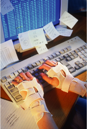 an analysis of carpal tunnel syndrome caused by the use of computers Carpal tunnel syndrome is an extremely painful condition  office workers and others who use computers  some of the most common carpal tunnel symptoms.